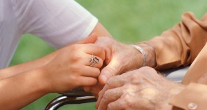 « Personne ne doit mourir seul » : ouvrage de Jean-Frédéric Poisson sur les soins palliatifs.