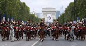 «Si nous ne faisons rien, le dernier soldat français défilera sur les Champs-Élysées le 14 juillet 2040″