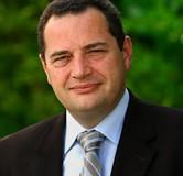 Jean-Frédéric POISSON soutient le Gouvernement, dans sa démarche de maintenir le mariage comme seul engagement d'état civil.